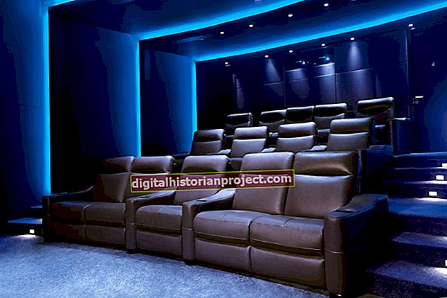 Como obter uma licença para exibir filmes em um teatro privado